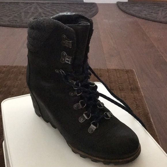 db2ec10025a Sorel wedge hiking boot with blue laces